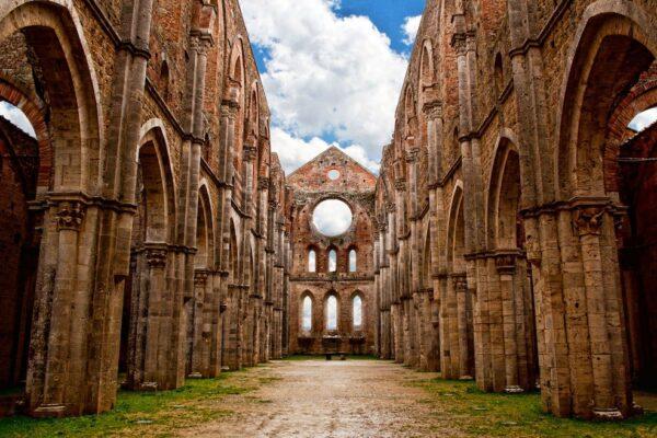 секреты аббатства Сан Гальгано (фото)